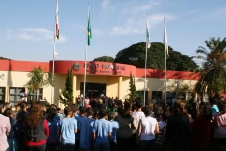 Evento   em frente a prefeitura abre Semana Cívica em Andirá